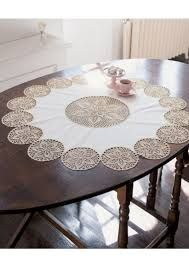 Crochet Doily Table Runner, made using 24 assorted size doilies stitched together Crochet Borders, Crochet Motif, Crochet Designs, Crochet Doilies, Crochet Patterns, Crochet Cross, Crochet Home, Filet Crochet, Crochet Table Runner