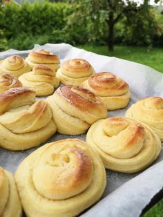 Vaniljesnurrer! – H J E M M E L A G A Danish Cake, Norwegian Food, Bread Rolls, Aesthetic Food, Bread Baking, I Love Food, Cake Recipes, Scones, Deserts