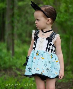 The Alice Through The Looking Glass Inspired Outfit is an original Kaiouti Kids design. The perfect little outfit for those summer trips to Disneyl...
