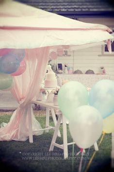 DARLING 1st birthday party for a girl! Via Kara's Party Ideas