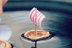 Voici comment fabriquer des petits bateaux très simples avec des coquilles de noix pour jouer avec les enfants - La Fabrique DIY, premier site collaboratif de tutoriels DIY