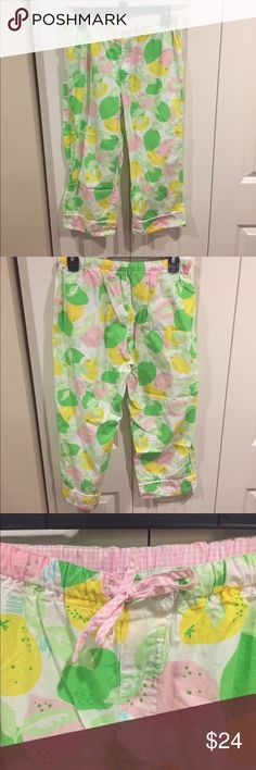 Lilly Pulitzer Sleep Capris These sleep pants are in like new condition. They are a cotton material and have a gingham drawstring. Lilly Pulitzer Intimates & Sleepwear Pajamas