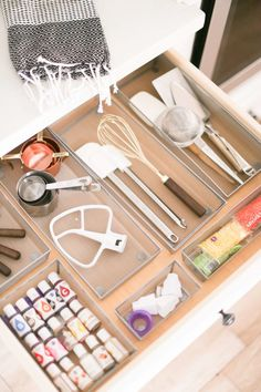 Get your kitchen in order with these baking station organization tips, # fetch Get your kitchen in order with these baking station organization tips, . Küche Ordnung Küche Ordnung Get your kitchen in or Organisation Hacks, Baking Organization, Organization Station, Food Pantry Organizing, Bathroom Organization, Organizing Ideas, Bakers Kitchen, New Kitchen, Kitchen Decor