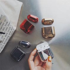 Super cute electroplated hard shell gold earphone shell for Apple Airpods protective shell luxury box all new Anti-fall No fadin Ipod Cases, Cute Phone Cases, Must Have Gadgets, Accessoires Iphone, Earphone Case, Air Pods, Bluetooth Headphones, Sports Headphones, Iphone Accessories