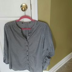 Black&white sz XL top This is an XL women's blk/white dressy shirt...not sure what brand but super nice! Tops Blouses