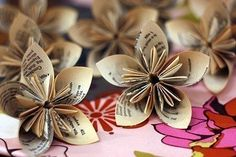 Make creative flowers out of paper. Make yourself such a beautiful decoration … - Diy Origami Ideen Folded Paper Flowers, How To Make Paper Flowers, Diy Flowers, Diy Cards Crafts, Paper Crafts, Diy Paper, Origami, Old Book Crafts, Love Craft