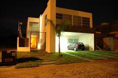 """Casa Colinas Sta.Anita - Renta"" Tlajomulco, Jalisco. Fachada principal, cochera para 4 autos, recubrimientos de cantera negra"