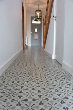 portugese tegels hal Narrow Hallway Decorating, Hallway Flooring, Welcome To My House, Hallway Designs, Entrance Hall, Ceiling Design, House Rooms, Home Living Room, Home Renovation