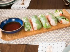 "Crab Summer Rolls (Taste the World Party) - Giada De Laurentiis, ""Giada Entertains"" on the Food Network. Giada Recipes, Asian Recipes, Cooking Recipes, Healthy Recipes, Asian Foods, Giada Cooking, Japanese Recipes, Chinese Recipes, Lunch Snacks"