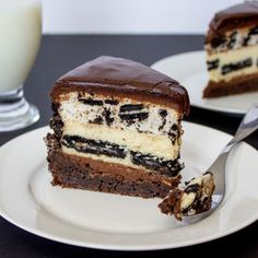 Oreo Dream Extreme Cheesecake copycat recipe from the Cheesecake Factory. Rich and fudgy chocolate cake with layers of chocolate ganache, Oreo cookie cheesecake, and Oreo cookie mousse. It is worth every single calorie! Best Dessert Recipes, Fun Desserts, Sweet Recipes, Cake Recipes, Oreo Cheesecake Cookies, Brownie Cake, Chocolate Ganache, Chocolate Desserts, Yummy Eats
