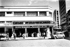Casas Pernambucanas na praça Zacarias nos anos 40 Brazil, Broadway Shows, 1940, History, Old Photographs, Old Pictures, Good Times, Houses, Places
