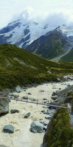 Hiking up Hooker Valley, there were two swingbridges crossing the glacial stream - NZ