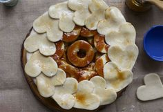 Salted Caramel Apple Pie / Image via: A Cozy Kitchen #entertaining