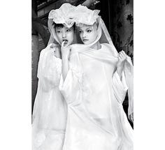 Photo par Patrick Demarchelier pour la série La cité des anges du numéro d'octobre de Vogue Paris http://www.vogue.fr/mariage/inspirations/diaporama/muses-en-blanc-dans-vogue-paris-mariage-mariee-isabeli-fontana-zuzanna-bijoch-magdalena-frackowiak-eva-herzigova-milla-jovovich/15534/image/867570#!la-mariee-dans-vogue-photographie-prise-par-patrick-demarchelier-pour-la-serie-la-cite-des-anges-du-numero-d-039-octobre-de-vogue-paris