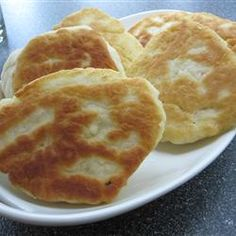 Traditional Bannock bread/First Nations. This basic bread can cook conventionally on a baking sheet in your oven, or try it stovetop in a skillet. Raisins perfectly complement it. Fried Bread Recipe, Bread Recipes, Baking Recipes, Empanadas, Bannock Bread, Scottish Recipes, Scottish Bannock Recipe, Bread Bun, Flat Bread