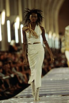 Christian Dior Fall 1999 Couture Fashion Show - Oluchi Onweagba