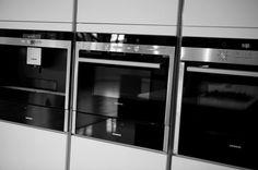 Modern kitchen. Krieders Kitchen Designs - Siemens appliances