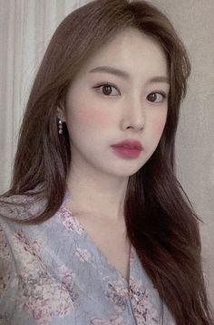 Korea Wallpaper, The Wiz, Kpop, Shit Happens, Swan, Babies, Gallery, Girls, Women's