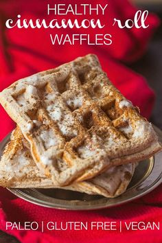 Healthy Cinnamon Roll Waffles - gluten-free, dairy-free, vegan and paleo! 383 calories per 2 waffles Free Breakfast, Paleo Breakfast, Breakfast Recipes, Cinnamon Roll Waffles, Pancakes And Waffles, Keto Galletas, Crepes, Healthy Cinnamon Rolls, Healthy Waffles
