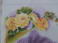 Pano de copa pintado a mão. Tecido Ibirapuera Textil. Acabamento com tecido tricolini e viés branco.