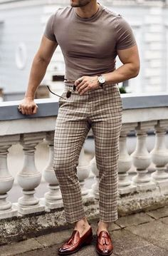 Why mens fashion casual matters? But what are the best mens fashion casual tips out there that can help you […] Formal Men Outfit, Outfits Casual, Stylish Mens Outfits, Mode Outfits, Simple Outfits, Mens Fashion Wear, Best Mens Fashion, Fashion Pants, Fashion Outfits