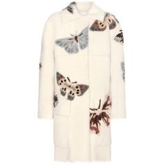 Valentino Printed Shearling Coat (25 660 BGN) ❤ liked on Polyvore featuring outerwear, coats, 2016 coat, coats & jackets, jackets, white, white shearling coat, valentino coat, shearling coat and sheep fur coat