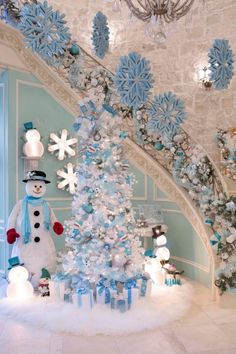 But if you truly want to stand out, we'd suggest you go for a blue Christmas tree this year. we've gathered a list of blue Christmas tree decoration ideas. White Christmas Tree Decorations, Blue Christmas Decor, Elegant Christmas Trees, Christmas Tree Design, Silver Christmas, Christmas Snowman, Christmas Themes, Simple Christmas, Whimsical Christmas