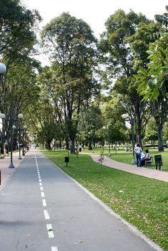 COLOMBIA | Bogotá: ¡Déjate Seducir! - SkyscraperCity. Parque El Virrey City Landscape, Landscape Architecture, Landscape Design, Urban Road, Urban Park, Green Corridor, Public Space Design, Minecraft City, Tropical Landscaping