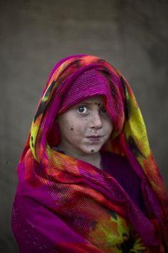 Crianças refugiadas são retratadas por fotógrafo
