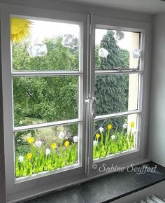 Fensterblumen - New Deko Sites Diy For Kids, Crafts For Kids, Window Art, Decoration Table, Creative Kids, Spring Crafts, Easter Crafts, Classroom Decor, Diy And Crafts