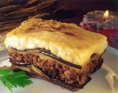 Hearty, high in Omega 3 and Vitamin B and packed with of protein, this lentil moussaka is perfect for getting micronutrients that are typically difficult to obtain in a vegetarian diet. Veggie Dishes, Food Dishes, Musaka, Vegetarian Recipes, Cooking Recipes, Tzatziki, Spanakopita, Freshly Baked, Mediterranean Recipes