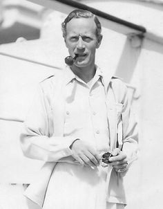 Leslie Howard: Candids and Selfies Vintage Hollywood, Classic Hollywood, Leslie Howard, English Gentleman, Hooray For Hollywood, Gone With The Wind, Candid, Movie Stars, Cinema