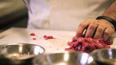 Como fazer Steak Tartare (ou Vaca na Faca) com Paulo Yoller