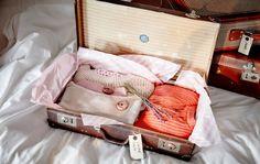 Les valises sont des rangements idéaux. Transformées en rangements, les valises, conçues à la base pour transporter des vêtements, compensent utilement le fait qu'elles prennent un peu de place.