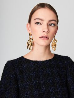 Oscar de la Renta Small Gold Graphic Botanical Earrings http://www.oscardelarenta.com/jewelry/small-gold-graphic-botanic-earrings