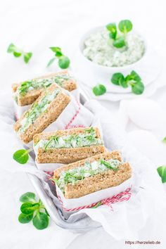 Brotaufstrich Rezept mal ganz einfach und doch ungewöhnlich. Rapunzel ist der Feldsalat, der ganz fantastisch zu Ei und Senf passt. Ausprobieren und ab auf die Stulle damit und vielleicht probierst du ihn auch mal zu Kartoffeln aus!