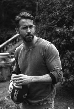 Ryan Reynolds in Criminal Spideypool, Ryan Deadpool, Deadpool Cosplay, Blake Lively Family, Raining Men, Cute Actors, Good Looking Men, Mens Clothing Styles, Beautiful Men