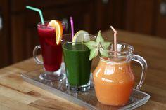 3 sucuri naturale pt. detoxifiere și întărirea imunității. Suc pt. detoxifiere pe baza de sfecla rosie. Suc impotriva gripei si racelii cu ghimbir si citrice. Healthy Drinks, Healthy Snacks, Healthy Recipes, Nutribullet, Fitness Nutrition, Natural Remedies, Health And Wellness, Healthy Lifestyle, Deserts