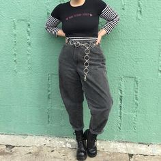 🍒 Vintage Worn in Black Mom Jeans - 🍒 Info: A MAJOR Isabel Hendrix wardrobe staple! Can't believe I'm letting these go! Totally classic worn in. Curvy Girl Outfits, Edgy Outfits, Grunge Outfits, Plus Size Outfits, Cool Outfits, Fashion Outfits, Alternative Outfits, Alternative Fashion, Fashion Clothes