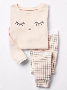 Toddler girl pajamas from Gap are made from super soft cotton, polyester and organic cotton. Shop toddler girl nightgowns, robes, and pajamas at Gap. Cute Pjs, Cute Pajamas, Kids Pjs, Gap Kids, Pajamas For Kids, Girls Pyjamas, Cute Sleepwear, Sleep Set, Baby Kind