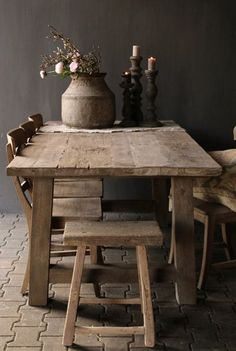 Dining room table old wood Dining Table Design, Dining Room Table, Old Wood Table, Painted Doors, Outdoor Dining, Rustic Style, Home And Living, Interior Inspiration, Home Kitchens