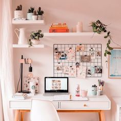 Girly Pink Home Office Ideas That Work All Day .- Girly Pink Home Office-Ideen, die Sie den ganzen Tag arbeiten möchten – Seite 37 von 38 -… – Diyideasdecoration.club Girly Pink Home Office Ideas That You Want To Work All Day – Page 37 of 38 -… - Study Room Decor, Cute Room Decor, Room Ideas Bedroom, Bedroom Decor, Room Setup, Wall Decor, Diy Room Ideas, White Desk Bedroom, Bedroom Office Combo