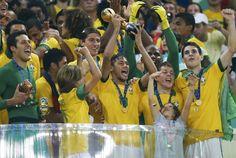 Blic Sport   Fred i Nejmar se igrali kao na poljančetu, Brazil u finalu ponizio Španiju!