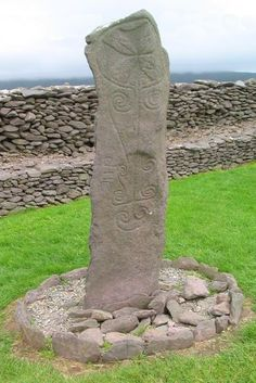 Dingle Ireland, standing stone at Riasc Monastic Site. Stonehenge, Ireland Culture, Waterford Ireland, Sacred Garden, Arte Tribal, Castles In Ireland, Irish Roots, England And Scotland, Republic Of Ireland