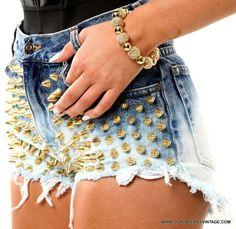 Sexy ..... Rihanna can Rock it Hard!!