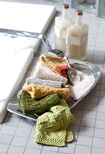 Dishcloths pattern | Lion Brand (reclaim yarn from old sweaters to make it even more eco-friendly)