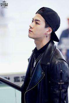 "Jackson - search for ""brave piercing"" or ""brave earring"" Got7 Jackson, Jackson Wang, Bambam, Youngjae, Kim Yugyeom, Girls Girls Girls, Jinyoung, K Pop, Hong Kong"