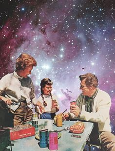 Space Picknick, happy family