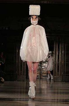 http://mukaprimitif.blogspot.co.id/: 10 Pakaian Unik dan Aneh Peragaan Busana London Fashion Week 2013