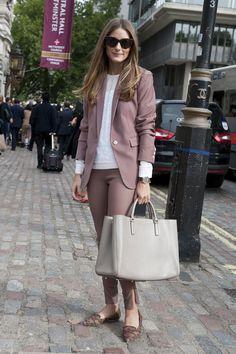 O costume pode ser usado com sapatilha para fazer look mais casual